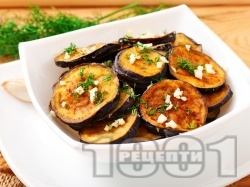 Панирани в брашно патладжани (сини домати) на тиган с копър и чесън - снимка на рецептата